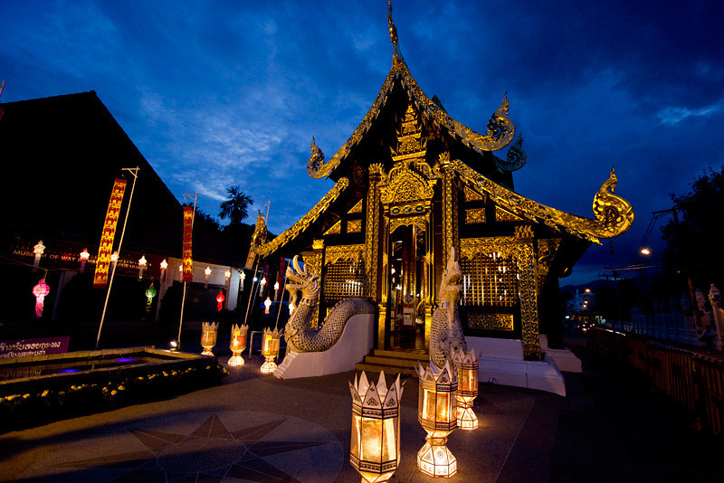 Tiny Wat Inthakhin Sadue Muang in Chiang Mai, Thailand sparkles by night