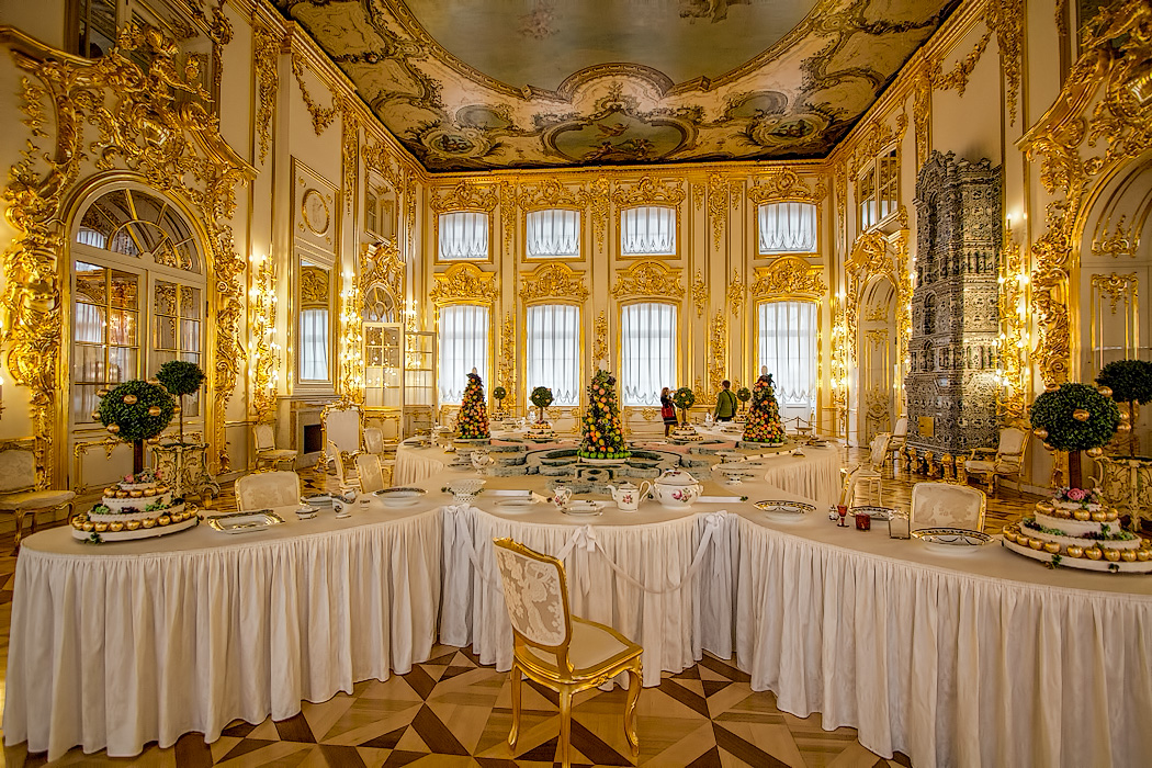 Russia-St-Petersburg-Catherines-Palace-Large-Dining-Room-with-Marzipan-display.jpg