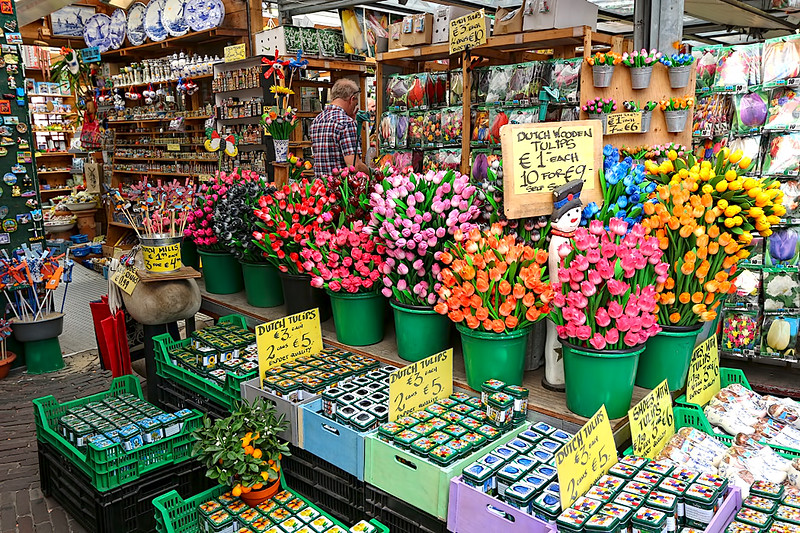 Shop at the Bloemenmarkt, Amsterdam's floating flower market