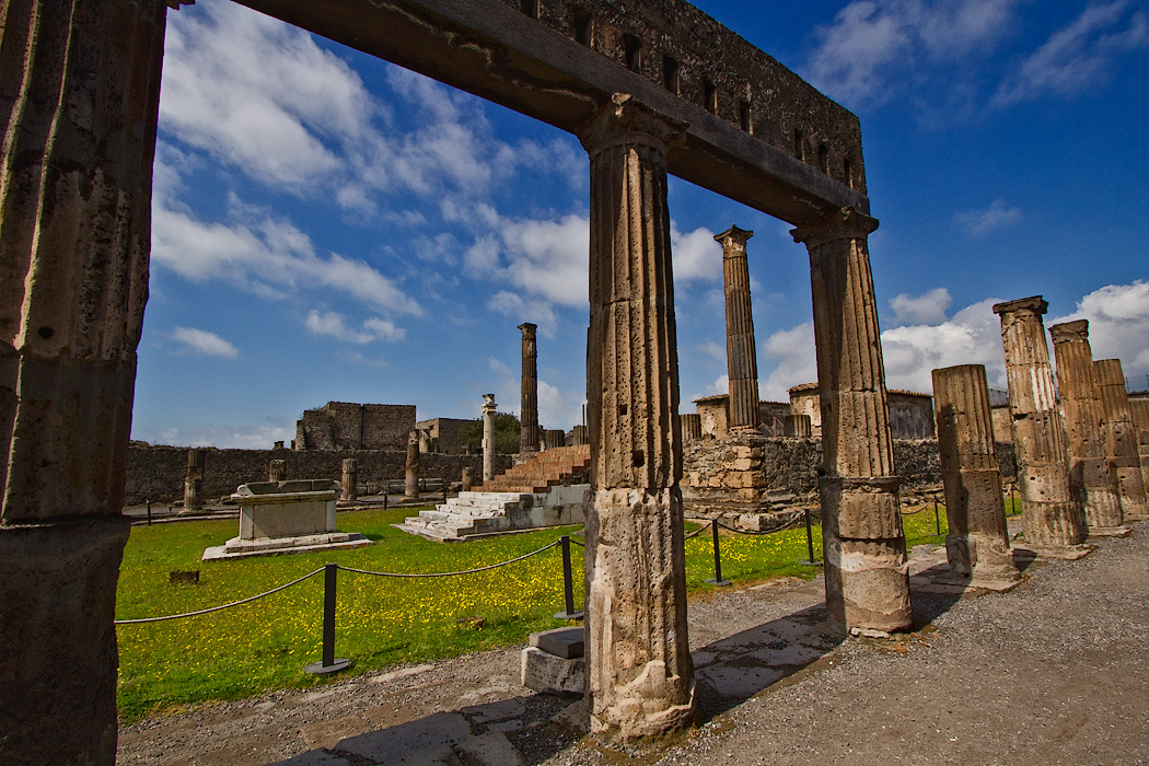 The Temple of Apollo at Pompeii, Italy, featured 48 columns surrounding an inner cella at the top of a flight of steps, opposite which sat a sacrificial altar.