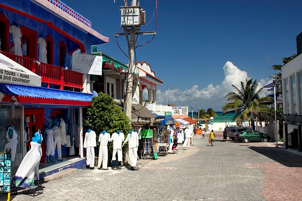 Strolling along Fifth Avenue in Playa del Carmen, Mexico